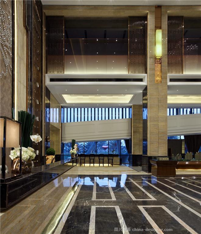 现代奢华的设计语汇,营造急剧张力的空间感受,柱子工艺细节完美实现